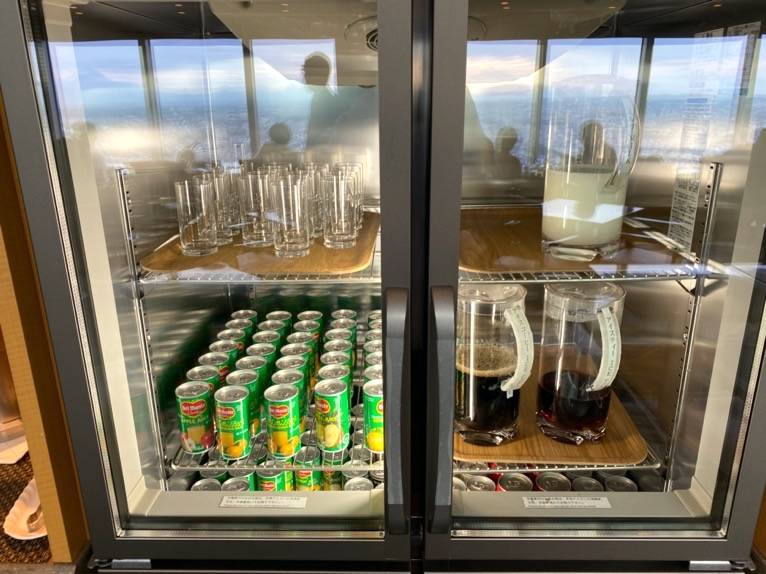 横浜ロイヤルパークホテルのクラブラウンジ:冷蔵庫1