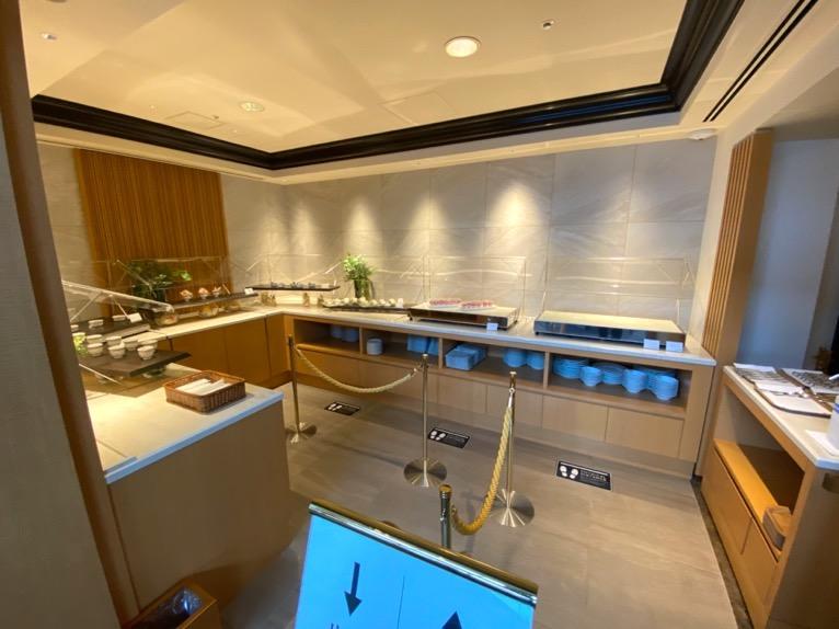 横浜ロイヤルパークホテルのクラブラウンジ:ビュッフェカウンター