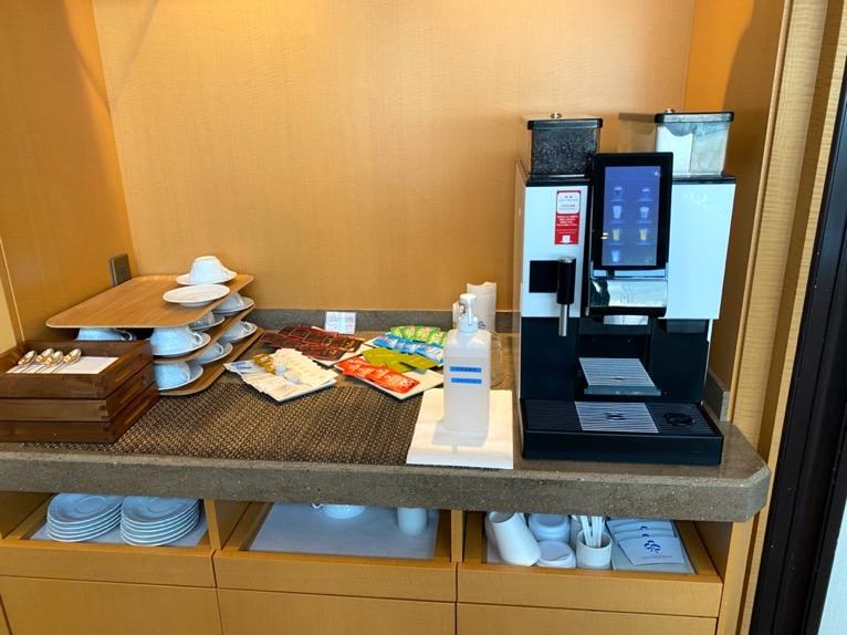 横浜ロイヤルパークホテルのクラブラウンジ:コーヒーマシン