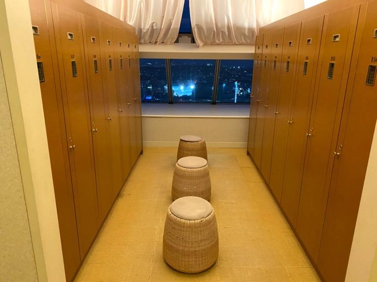 横浜ロイヤルパークホテル「フィットネスクラブ」:ロッカールーム(内観)