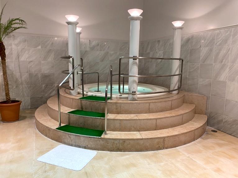 横浜ロイヤルパークホテル「プール」:ジャクジー