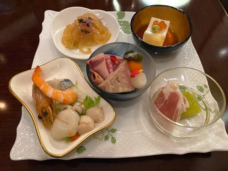 横浜ロイヤルパークホテルのクラブラウンジ「イブニングカクテル」:実食1