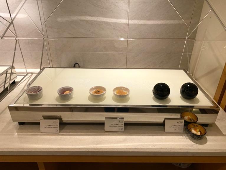 横浜ロイヤルパークホテルのクラブラウンジ「イブニングカクテル」:フードの品揃え1