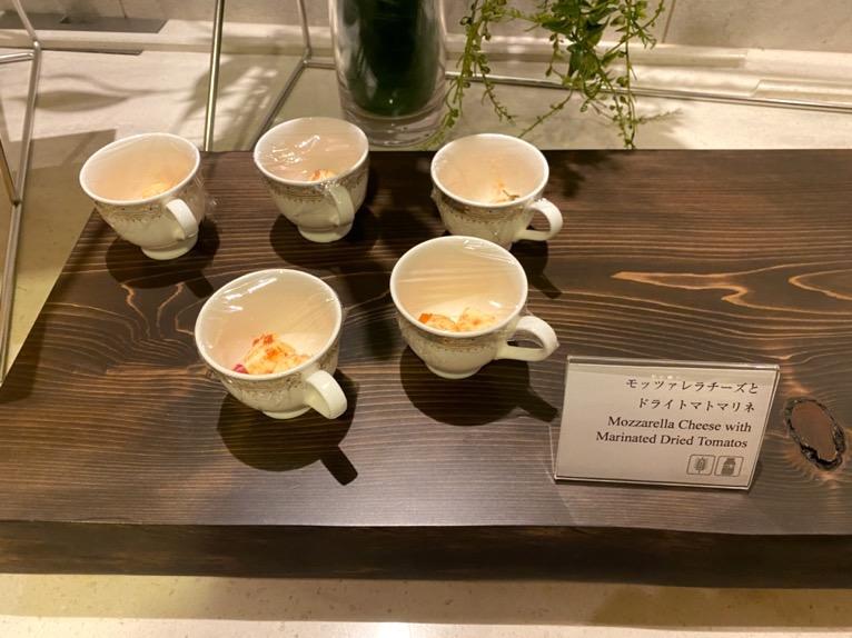 横浜ロイヤルパークホテルのクラブラウンジ「イブニングカクテル」:フードの品揃え7