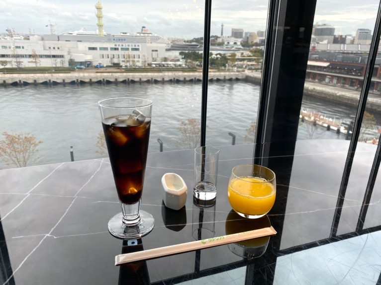 インターコンチネンタル横浜Pier8「チェックイン」:クラブラウンジ(眺望&ドリンク)