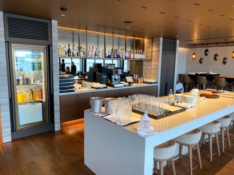 インターコンチネンタル横浜Pier8「クラブラウンジ」:ビュッフェテーブル