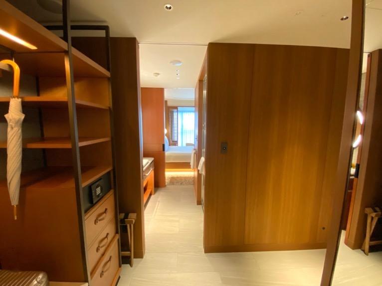 インターコンチネンタル横浜Pier8「客室」:ホワイエ