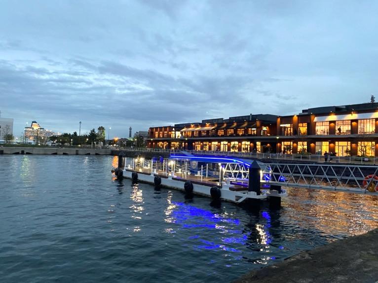 インターコンチネンタル横浜Pier8のクルーズ「集合場所」:ホテル前の桟橋