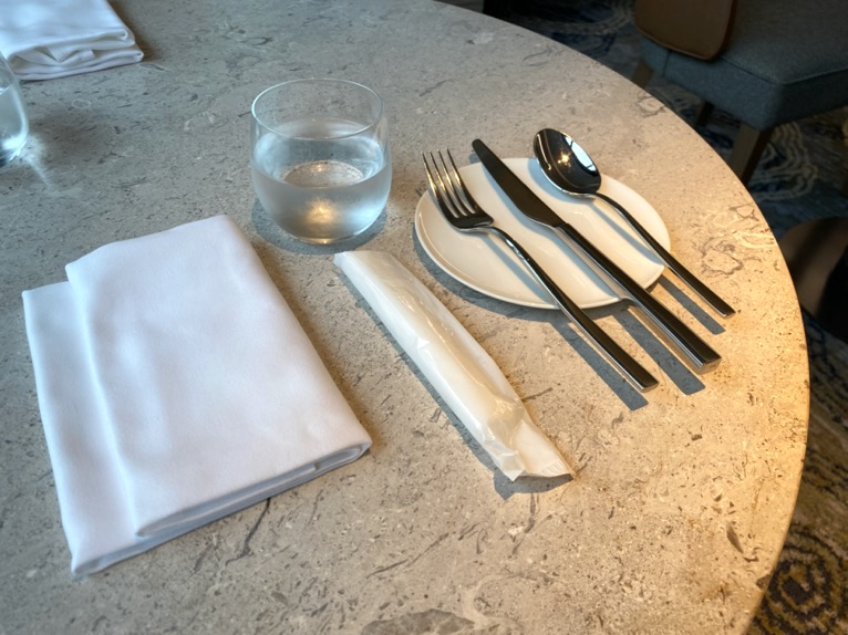 インターコンチネンタル横浜Pier8「朝食」:テーブルセット