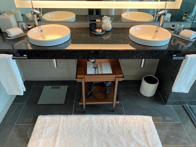 フォーシーズンズ東京大手町「客室」:洗面台