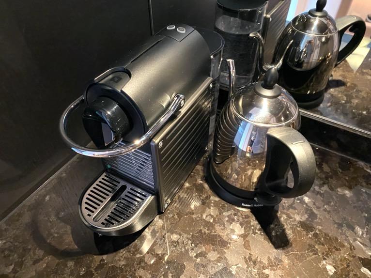 フォーシーズンズ東京大手町「客室」:コーヒーメーカー&ポット