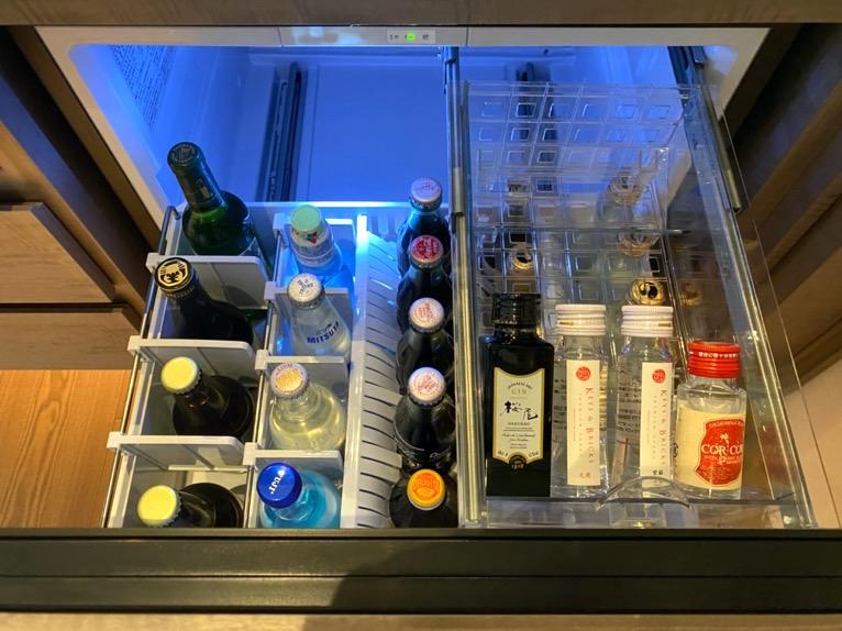 フォーシーズンズ東京大手町「客室」:冷蔵庫