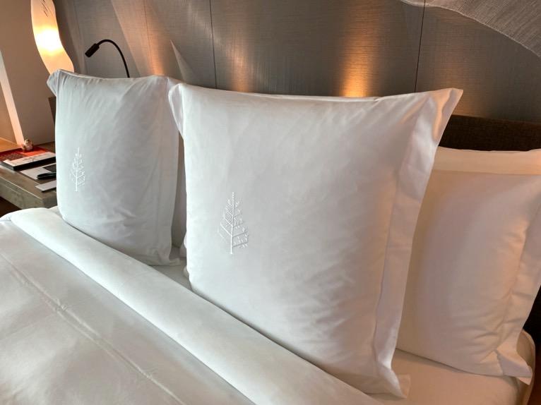 フォーシーズンズ東京大手町「客室」:ベッド