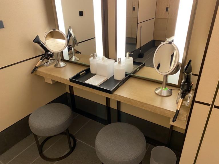 フォーシーズンズホテル東京大手町「温浴施設」:グルーミングエリア
