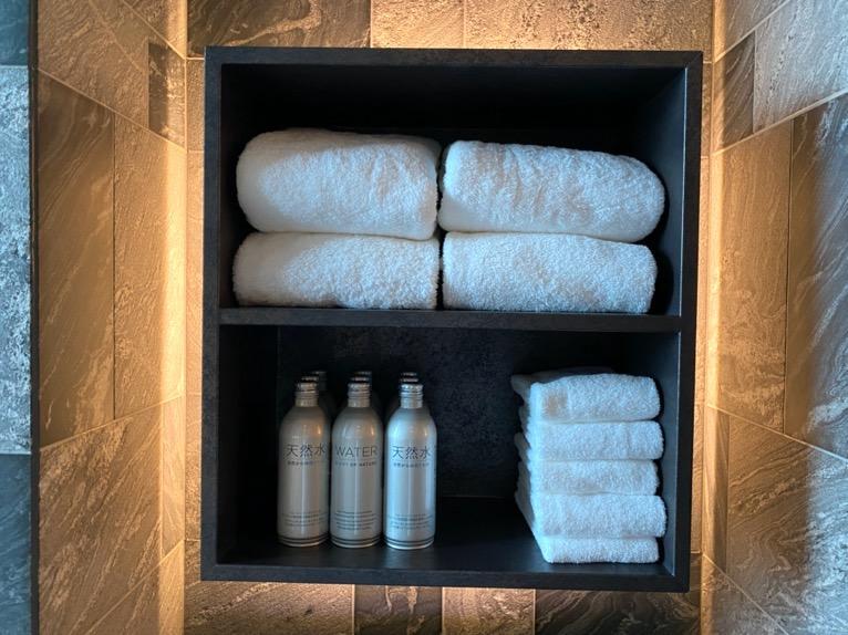 フォーシーズンズホテル東京大手町「温浴施設」:タオル&水