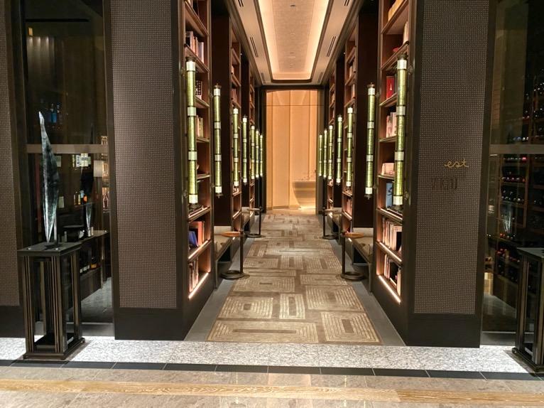 フォーシーズンズ東京大手町「ロビー」:フレンチレストラン「EST」