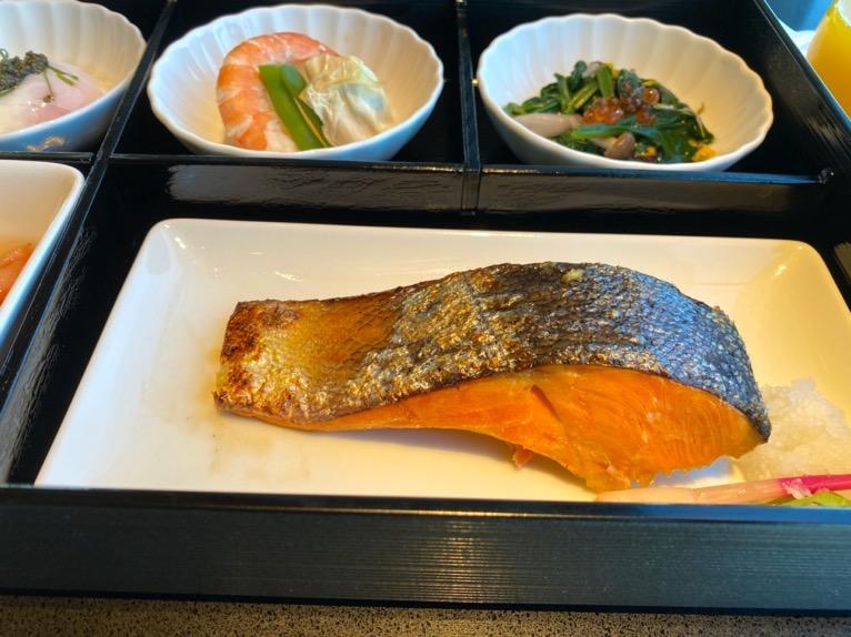フォーシーズンズホテル東京大手町の朝食:焼魚