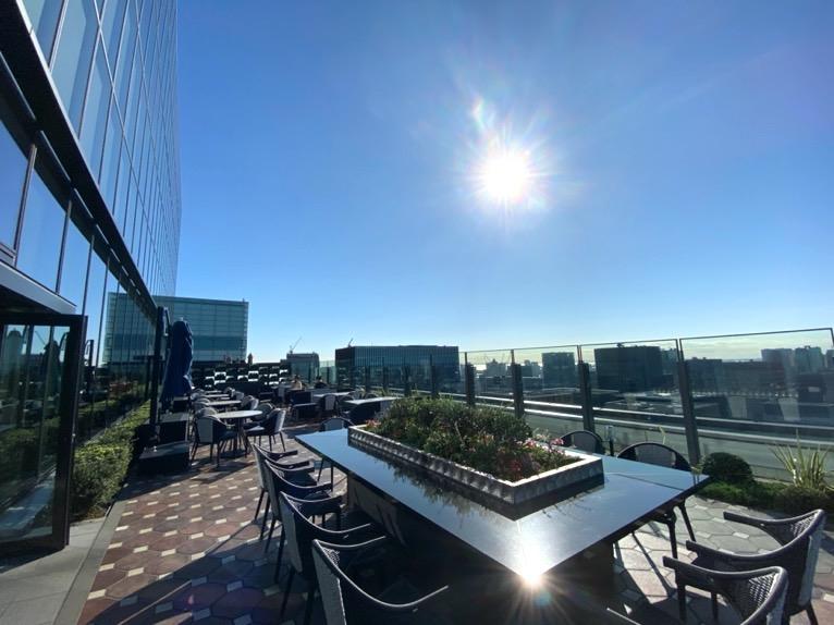 フォーシーズンズホテル東京大手町の朝食:ピニエートのテラス1