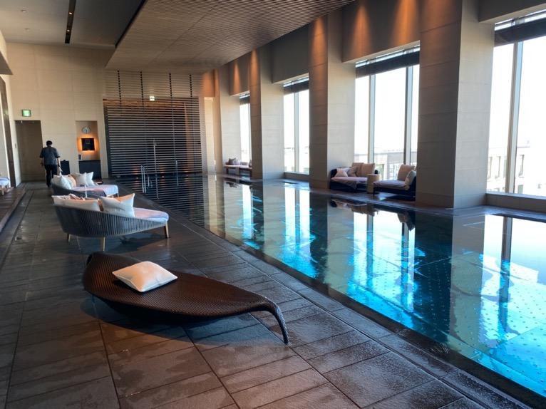 フォーシーズンズホテル東京大手町「屋内プール」:スイミングプール
