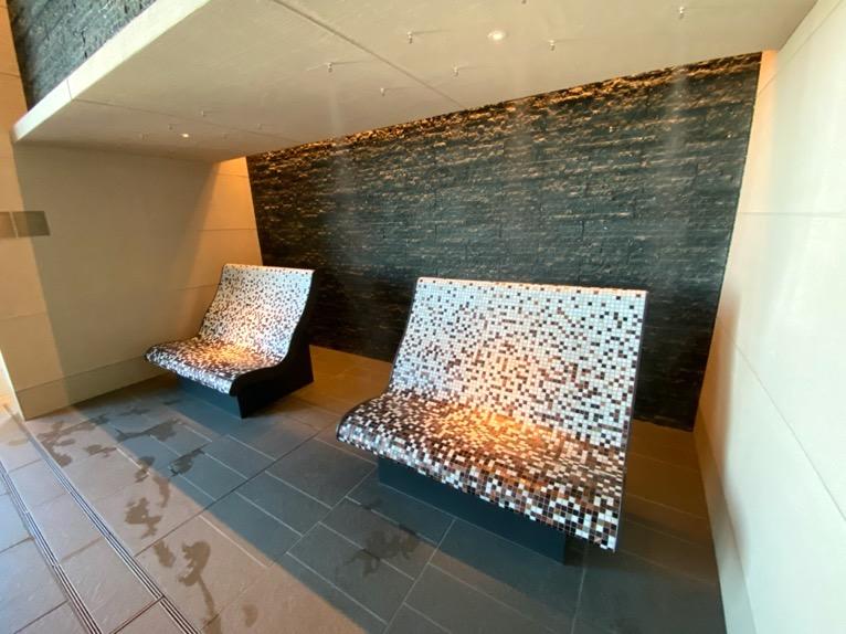 フォーシーズンズホテル東京大手町「屋内プール」:ミストシャワー
