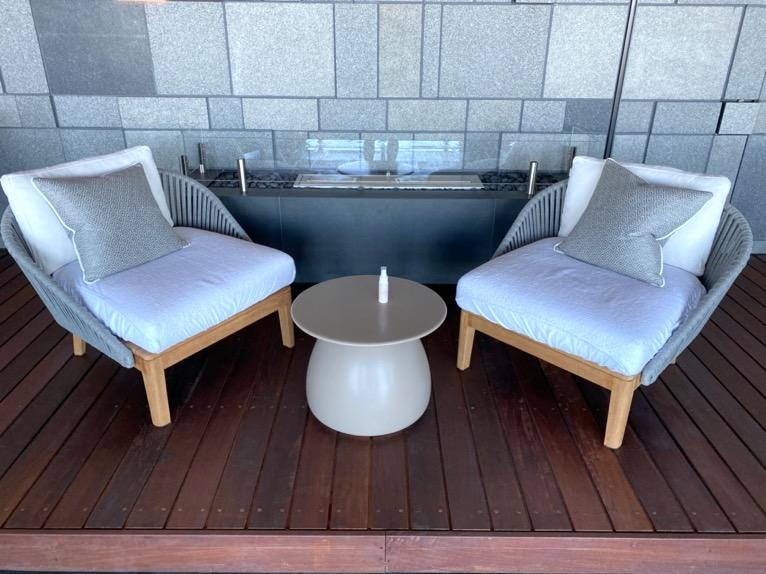 フォーシーズンズホテル東京大手町「屋内プール」:チェア2