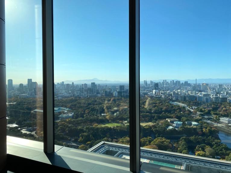 フォーシーズンズホテル東京大手町:「The Lounge」の全体像と雰囲気6(眺望)