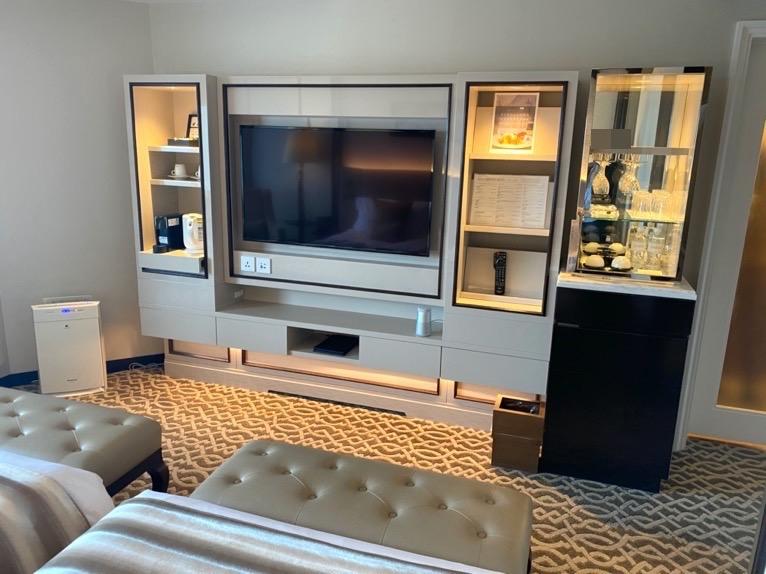 横浜ロイヤルパークホテル「客室」:TV