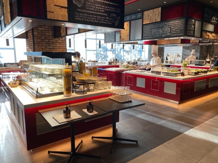 東京ベイ潮見プリンスホテルの朝食:レストラン(TIED TABLE)のビュッフェカウンター
