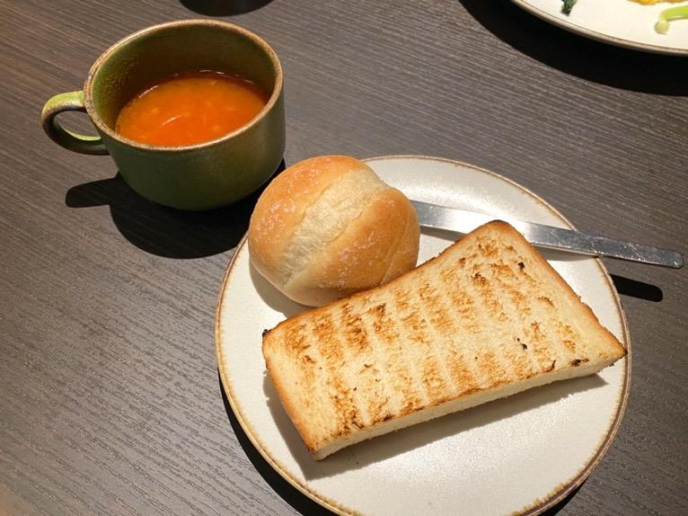 東京ベイ潮見プリンスホテルの朝食:朝食の内容(スープ&パン)