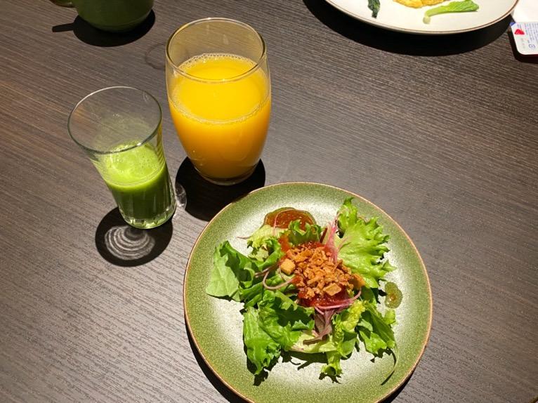 東京ベイ潮見プリンスホテルの朝食:朝食の内容(ドリンク&サラダ)