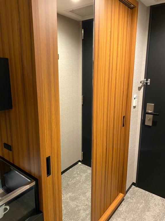 三井ガーデンホテル豊洲ベイサイドクロス宿泊記「客室」:クローゼット(外観)