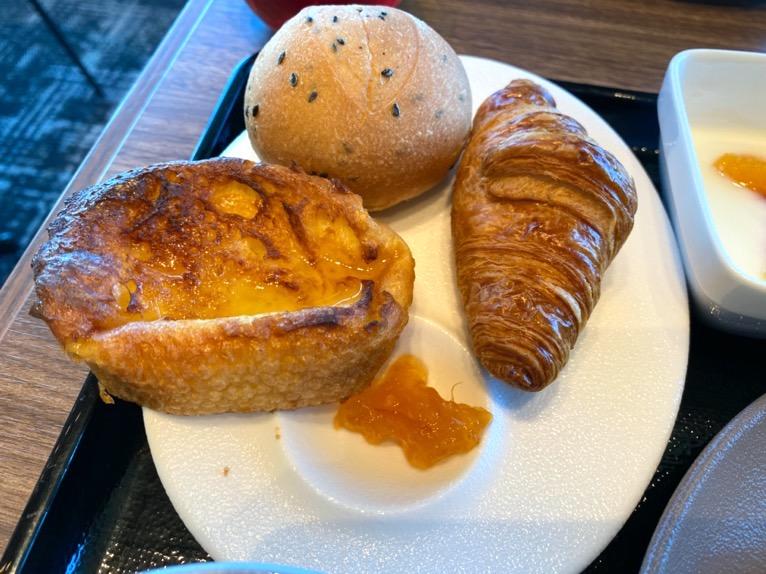 三井ガーデンホテル豊洲ベイサイドクロスの朝食:洋食プレート(パン)