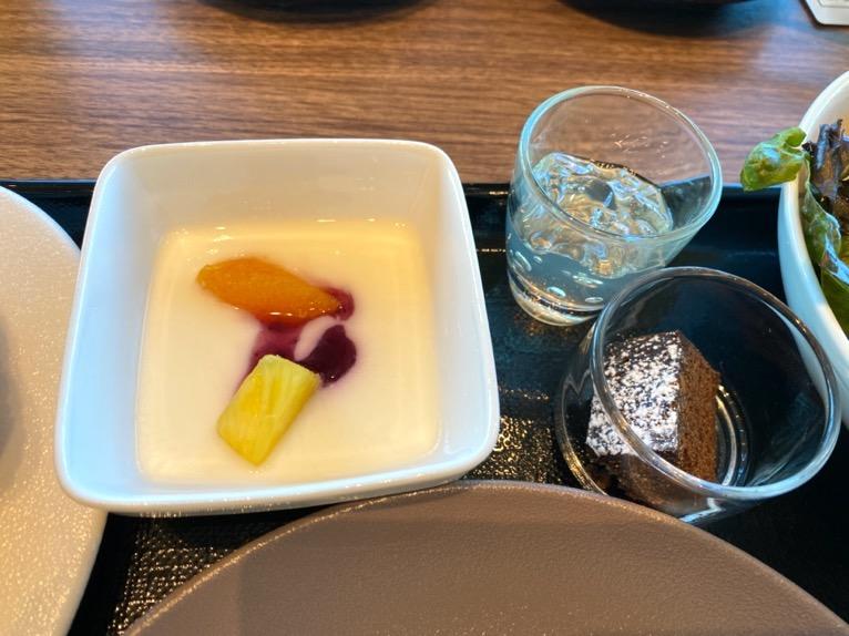 三井ガーデンホテル豊洲ベイサイドクロスの朝食:洋食プレート(ヨーグルト)