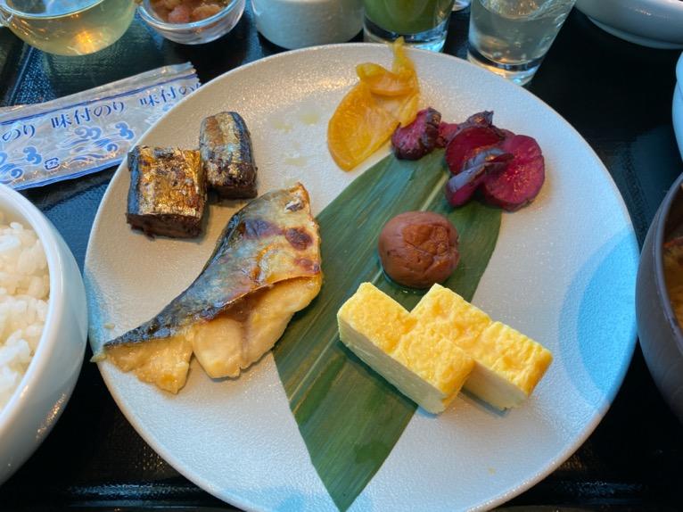 三井ガーデンホテル豊洲ベイサイドクロスの朝食:和食プレート(焼魚)