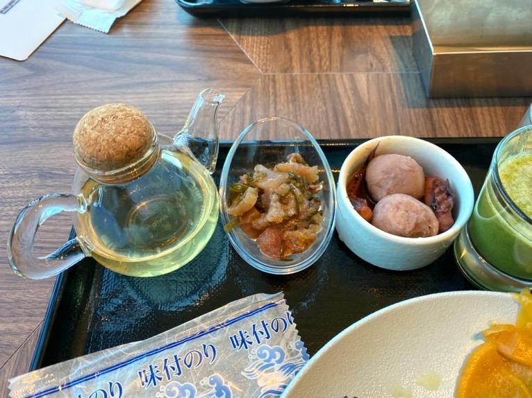 三井ガーデンホテル豊洲ベイサイドクロスの朝食:和食プレート(刺身漬け)