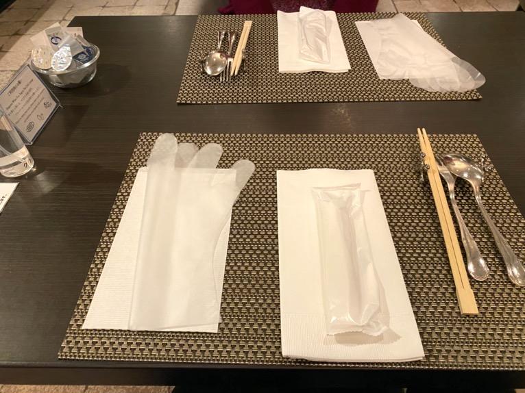 インターコンチネンタル東京ベイのクラブラウンジ:ディナータイムのテーブルセット