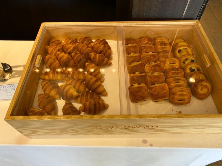 インターコンチネンタル東京ベイのクラブラウンジ:朝食のフード(パン2)