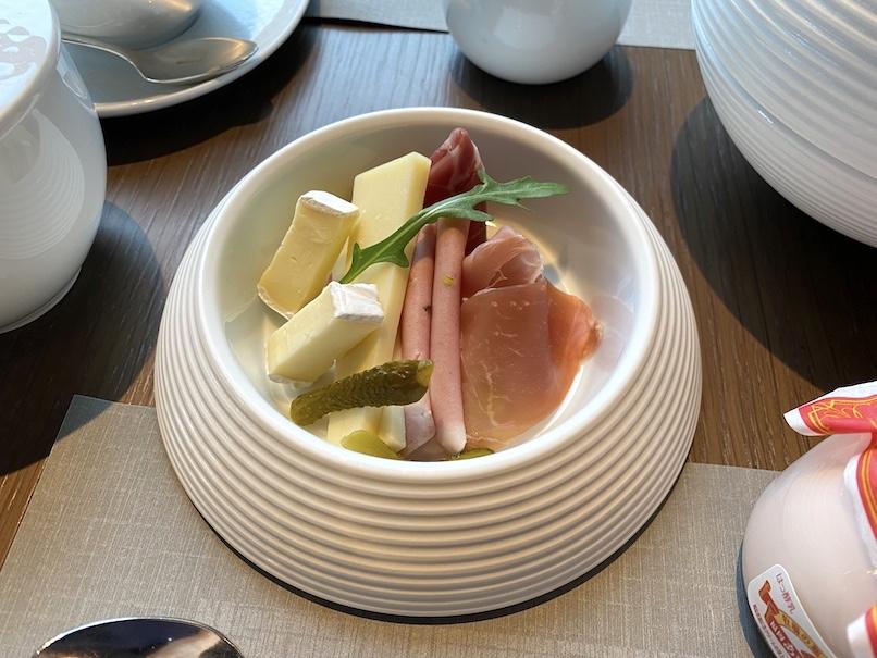 ザ・リッツ・カールトン東京の朝食:前菜(生ハムとチーズ)