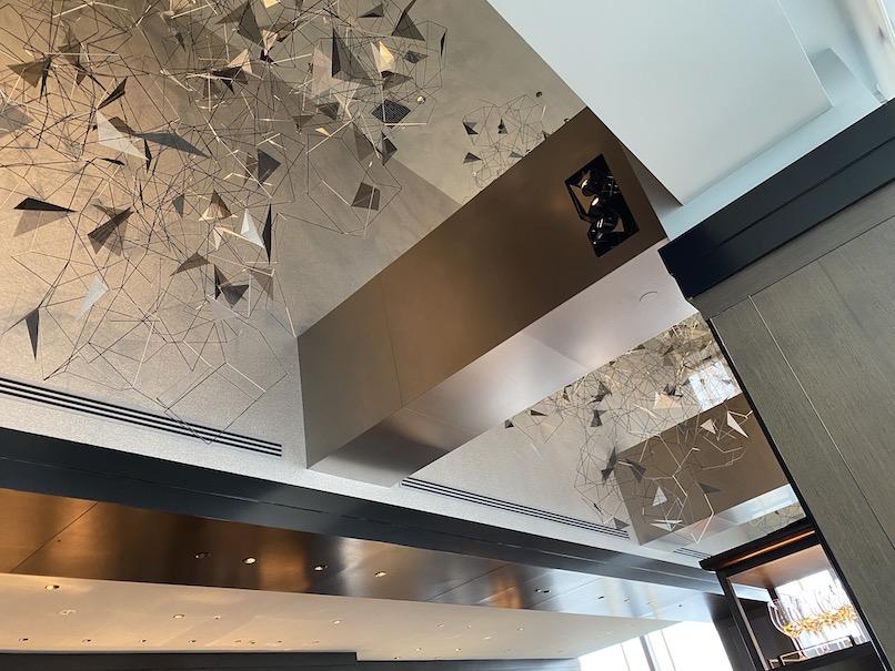 ザ・リッツ・カールトン東京の朝食:天井のオブジェ