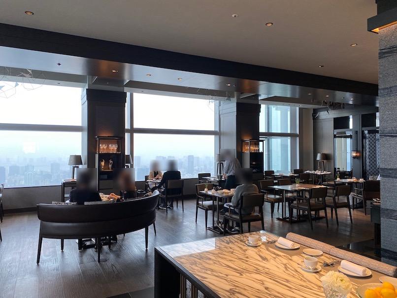 ザ・リッツ・カールトン東京の朝食:「タワーズ」の内観2