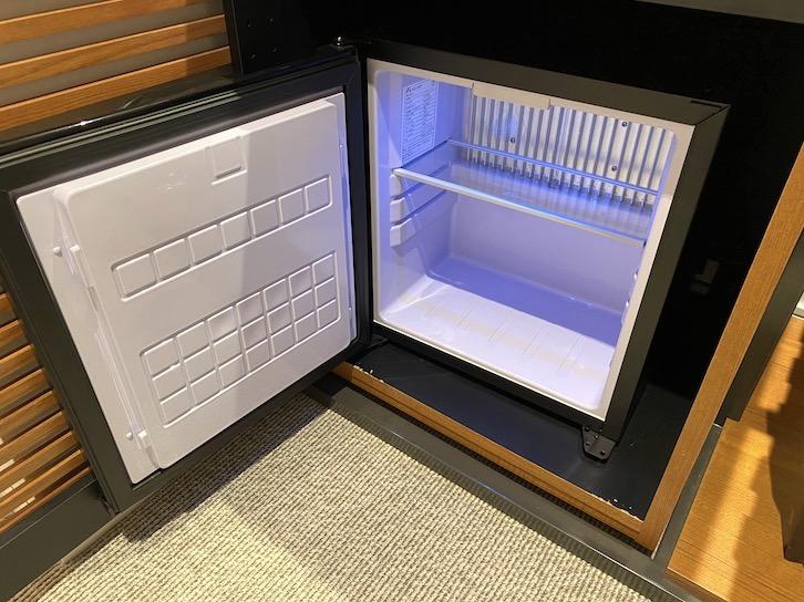 HAMACHO HOTEL(浜町ホテル)の客室:冷蔵庫