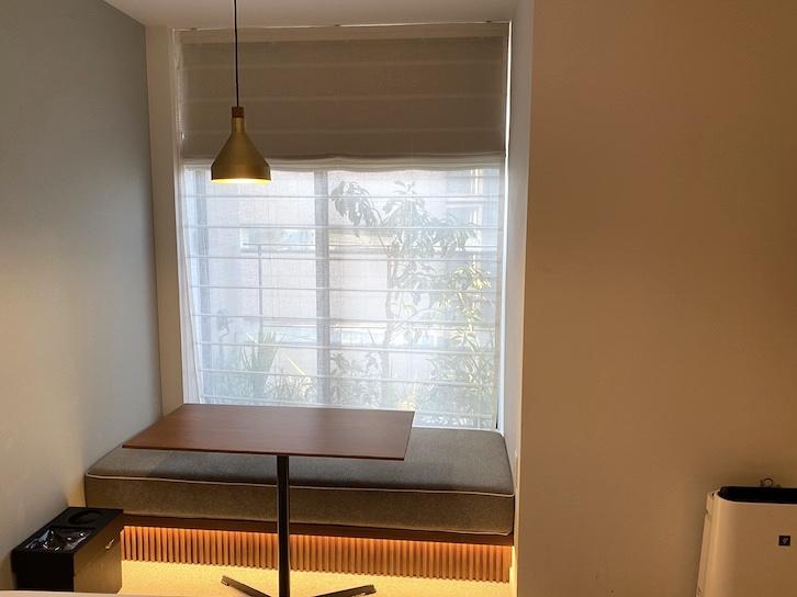 HAMACHO HOTEL(浜町ホテル)の客室:テーブル&ベンチ