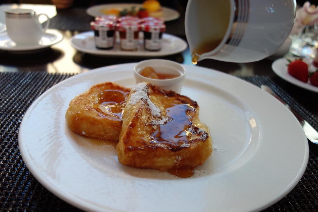 「コンラッド東京」でのレストラン朝食の様子
