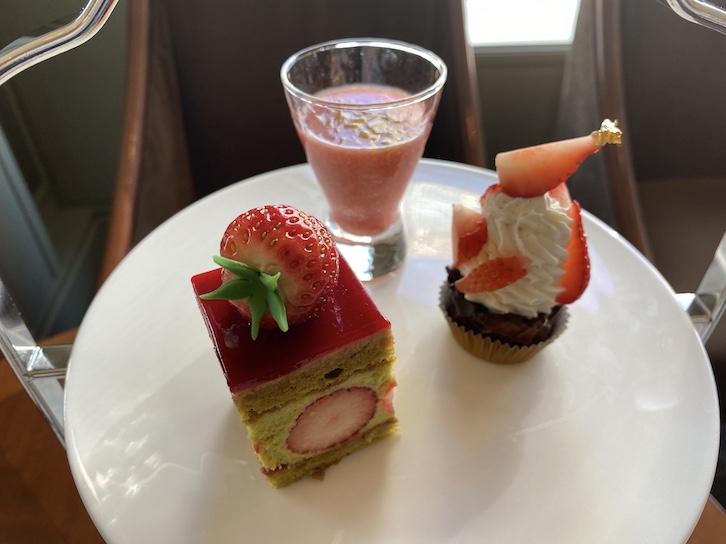 帝国ホテル東京「アフタヌーンティー」のスイーツ皿(上の皿)