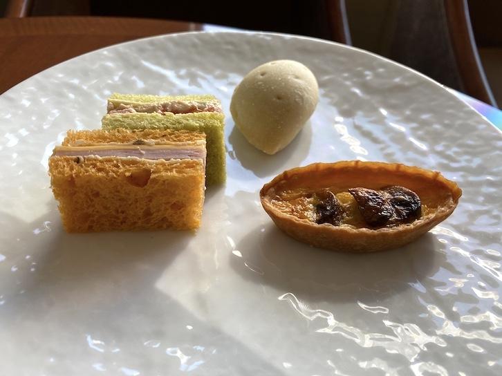 帝国ホテル東京「アフタヌーンティー」のセイボリー皿(下の皿)