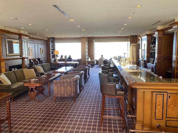 帝国ホテル東京「インペリアル カフェラウンジ アクア」のソファー席