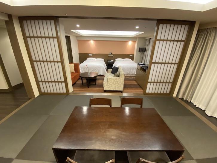 シェラトングランデ東京ベイ「和室スイーツ」:和室(和机&座椅子)