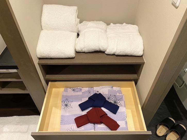 シェラトングランデ東京ベイ「和室スイーツ」:バスルーム(バスローブ&浴衣)