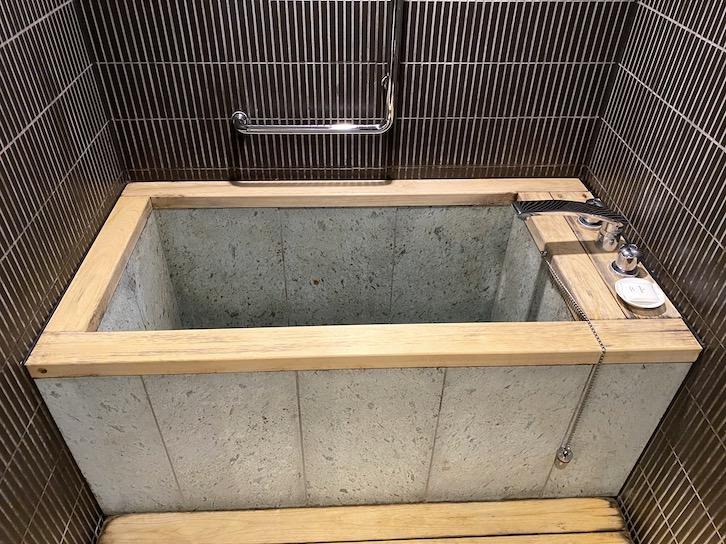 シェラトングランデ東京ベイ「和室スイーツ」:バスルーム(檜風呂)