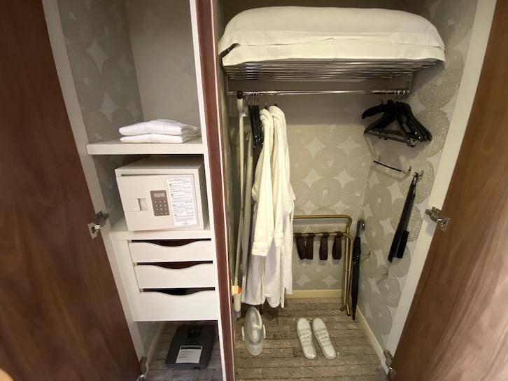 エグゼクティブルームの客室(クローゼット)
